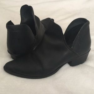 Steve Madden Shoes - Steve Madden Black Austin Booties